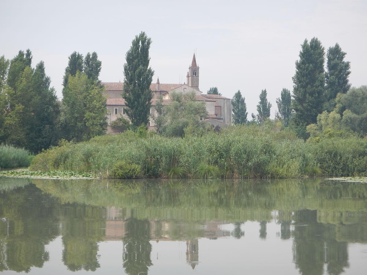 Il santuario visto dal lago